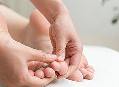 明石市の寿整骨院が「足をもみましょう。」のお悩みを改善します!